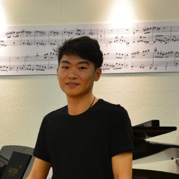 张秤飞  钢琴老师